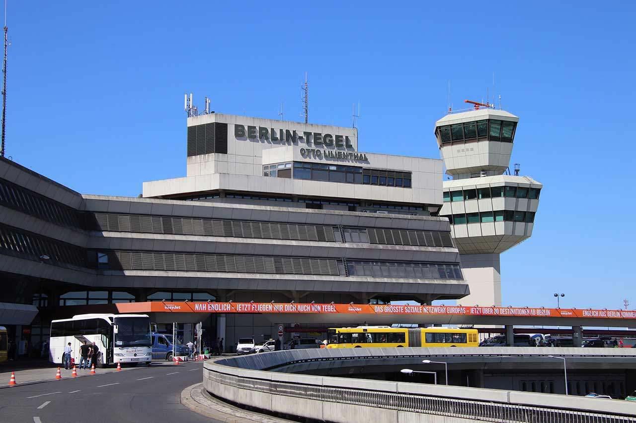 Parken Flughafen Berlin-Tegel